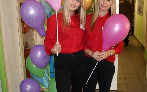 Pestrobarevné balónky slavily úspěch napříč věkovým spektrem všech návštěvníků.